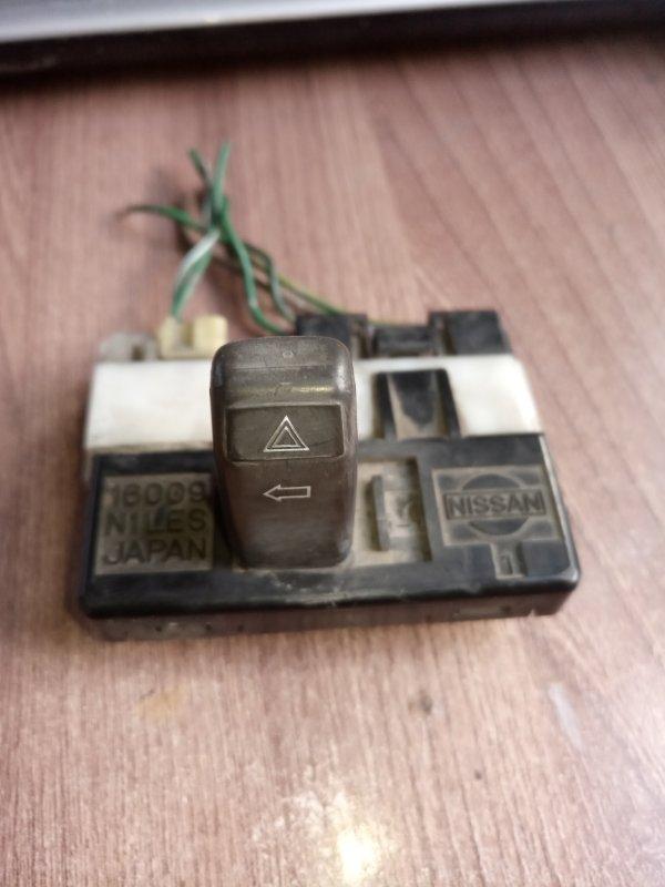 Кнопка аварийной сигнализации Nissan Caravan VRMGE24 (б/у)