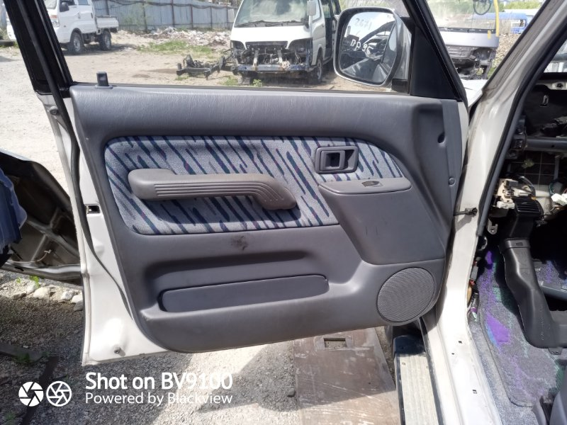 Обшивка двери Toyota Land Cruiser Prado KZJ95 1KZ-TE 1996 (б/у)