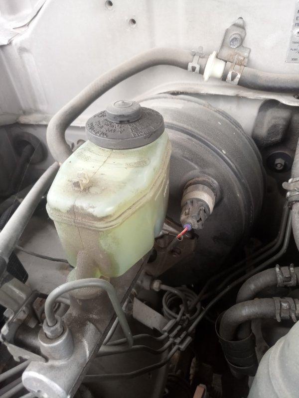 Главный тормозной цилиндр Toyota Land Cruiser Prado KZJ95 1KZ-TE 1996 (б/у)