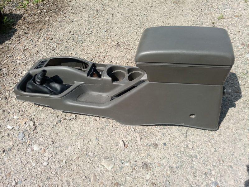 Бардачок между сиденьями Nissan Terrano Regulus JRR50-011437 (б/у)