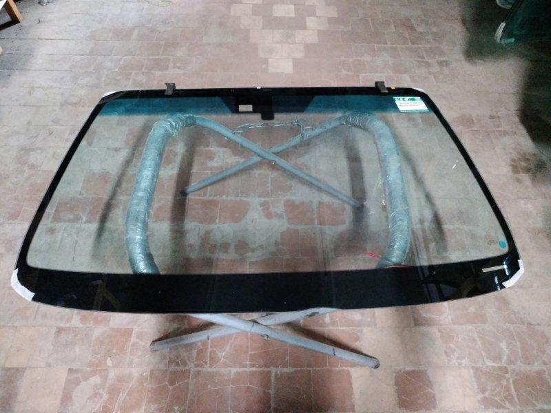 Стекло лобовое Lexus Is200 2005