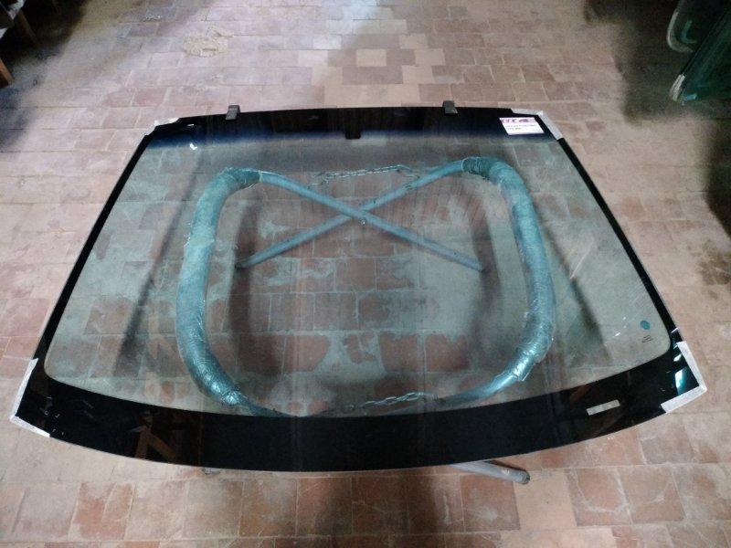 Стекло лобовое Ford Fiesta 2002