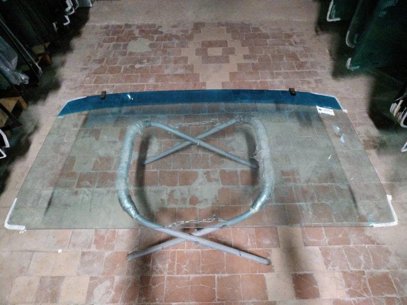 Стекло лобовое Mercedes Vario 1986