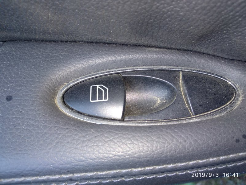 Кнопка стеклоподъемника Mercedes Benz E 350 W211 272964 2005 задняя левая (б/у)