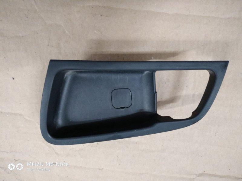 Накладка внутренней ручки двери Hyundai Solaris СЕДАН W09G 2013 задняя левая (б/у)