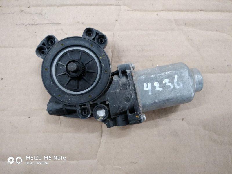 Мотор стеклоподъемника Hyundai Solaris СЕДАН W09G 2013 задний левый (б/у)