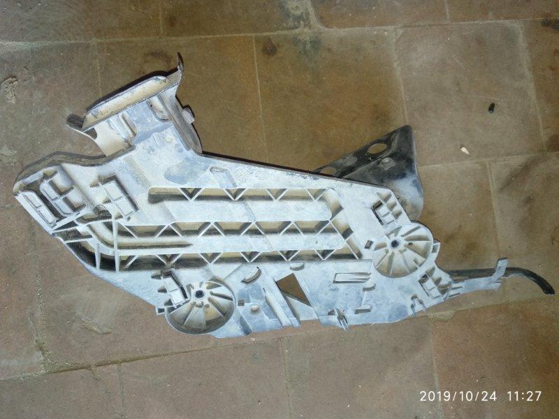 Кронштейн фары Skoda Octavia A5 правый (б/у)
