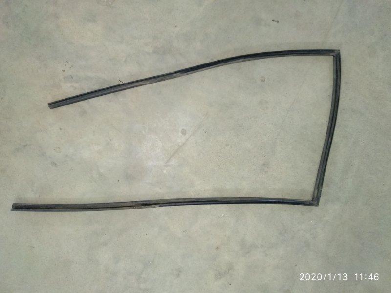 Уплотнитель стекла Suzuki Escudo TA52W J20A задний левый (б/у)
