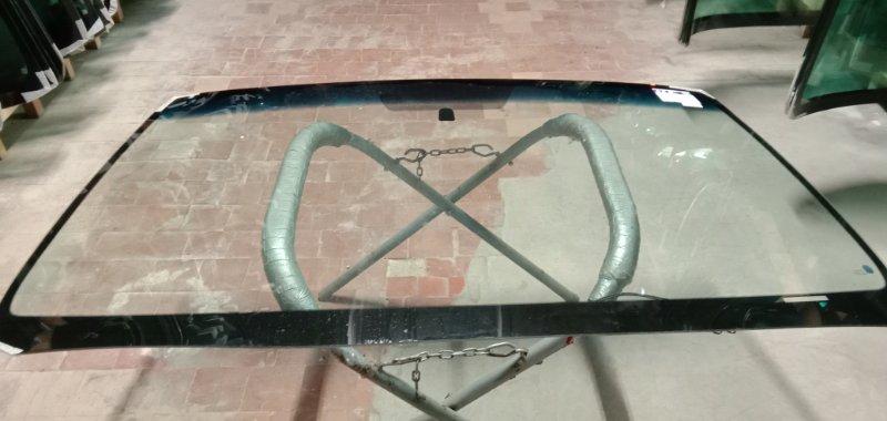 Стекло лобовое Toyota Sequoia 2007