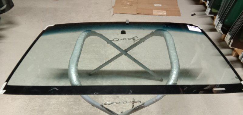 Стекло лобовое Toyota Sequoia 2000