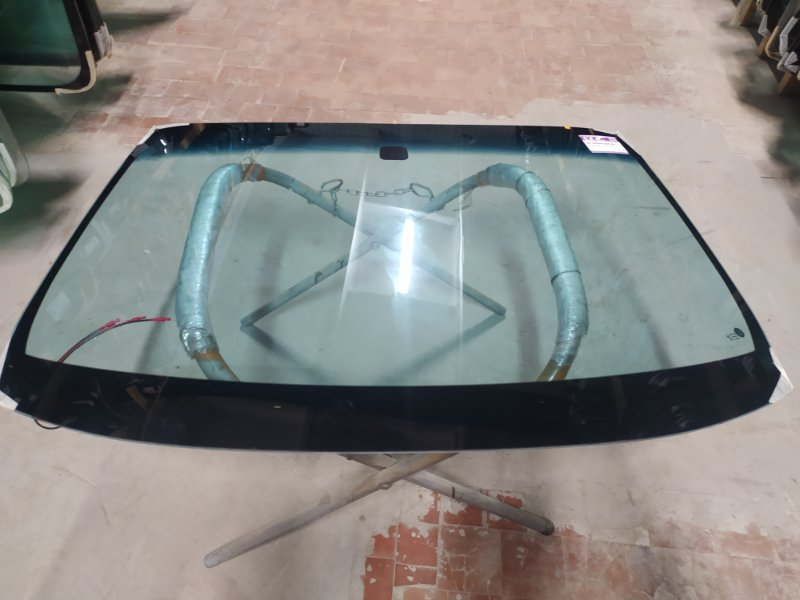 Стекло лобовое Nissan Skyline V35 2002