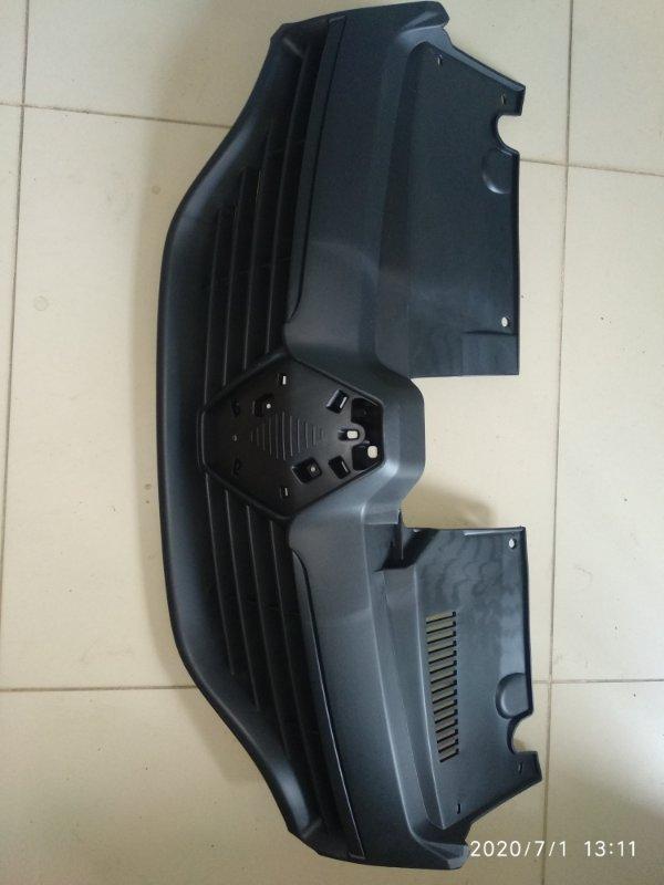 Решетка радиатора Renault Sandero 2014