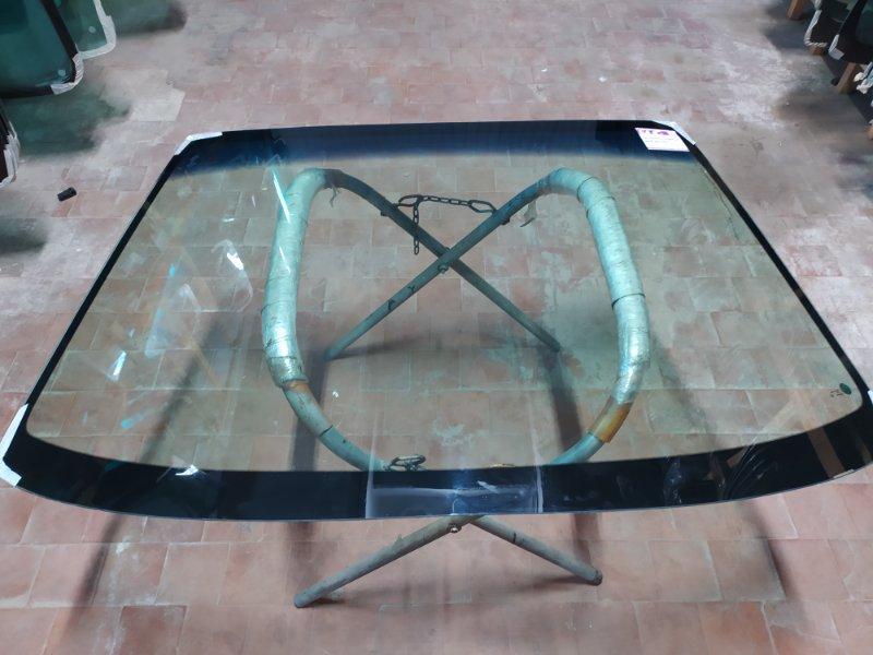 Стекло лобовое Subaru Legaсy 1994