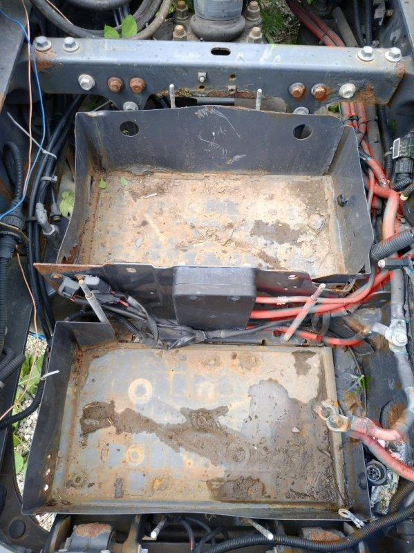 Ящик под аккумулятор Volvo Fh12 D13B 2002 (б/у)