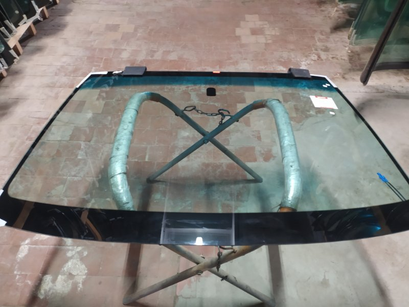 Стекло лобовое Subaru Forester 1997