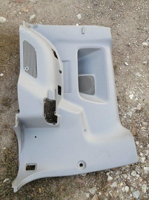 Обшивка багажника Toyota Noah AZR60 1AZ FE 2001 задняя правая (б/у)