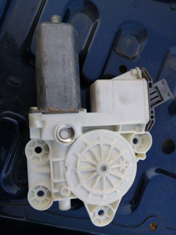 Мотор стеклоподъемника Toyota Avensis AZT250 1AZ 2003 передний левый (б/у)