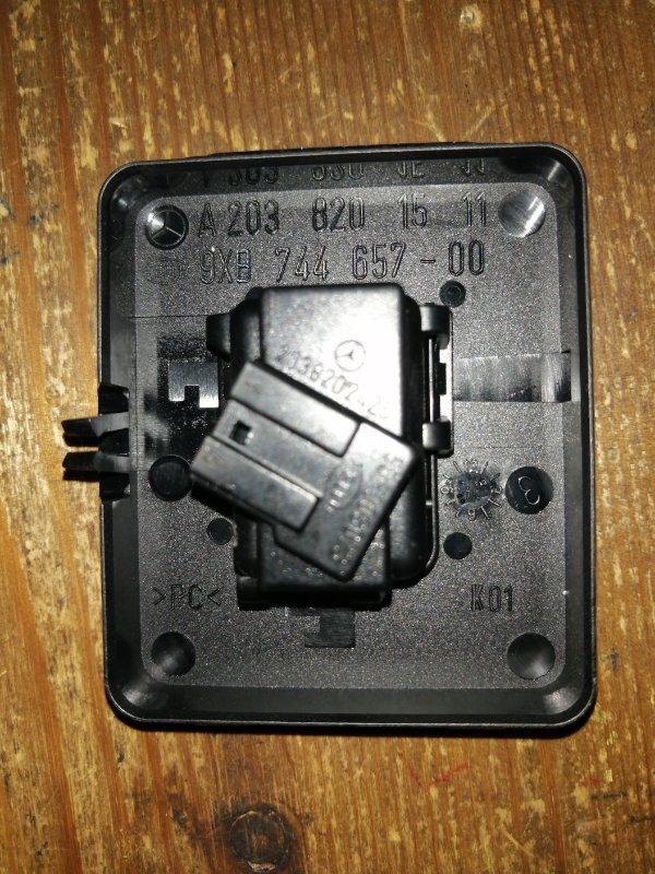 Датчик дождя Mercedes Benz Ii W203 M271 COMPRESOR 1.8 2000 передний (б/у)