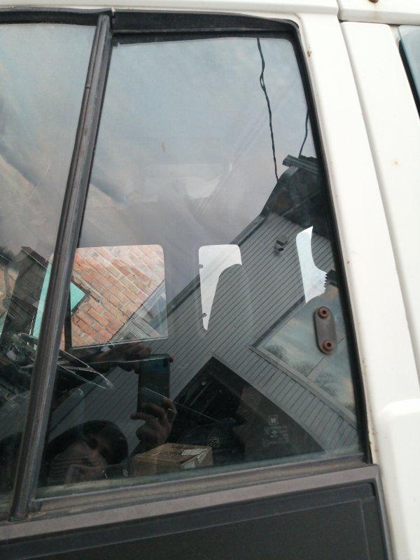 Стекло двери Isuzu Forward 6HE1 1990 левое (б/у)