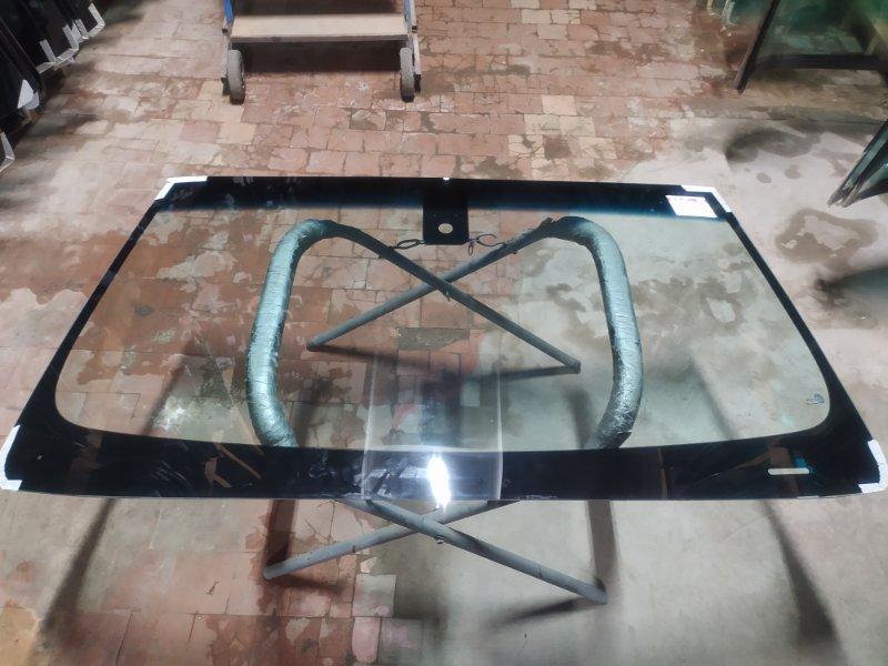Стекло лобовое Cadillac Escalade 2014
