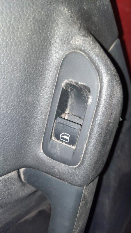 Кнопка стеклоподъемника Volkswagen Golf VI CBZB 2008 задняя левая (б/у)