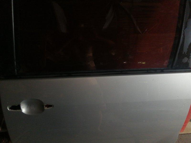 Молдинг стекла двери прижимной внешний Toyota Noah AZR60 1AZ FE 2001 задний левый (б/у)