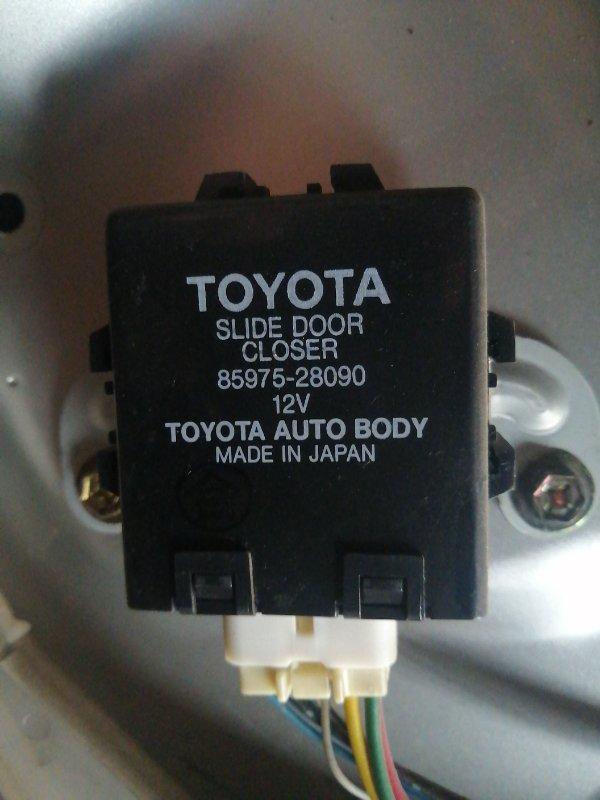 Блок управления дверьми Toyota Noah AZR60 1AZ FE 2001 задний левый (б/у)