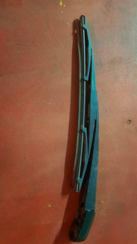 Дворник двери багажника Mitsubishi Outlander CW5W 4B12 2007 (б/у)