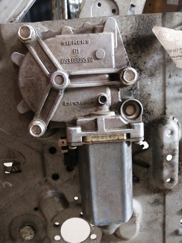 Мотор стеклоподъемника Volvo Fh12 D12D420 2004 левый (б/у)
