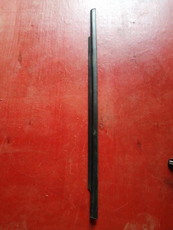 Молдинг стекла двери прижимной внешний Mitsubishi Colt Z25A 4G19 задний левый (б/у)