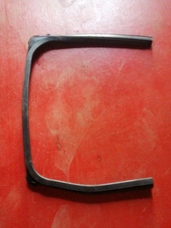 Уплотнительная резинка двери Mitsubishi Colt Z25A 4G19 задняя левая (б/у)