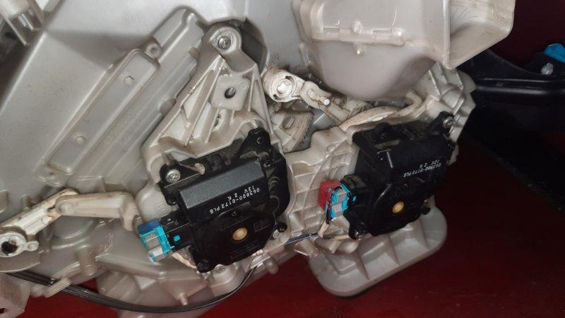 Сервопривод заслонки отопителя Toyota Noah ZRR70G 3ZR FE 2007 (б/у)