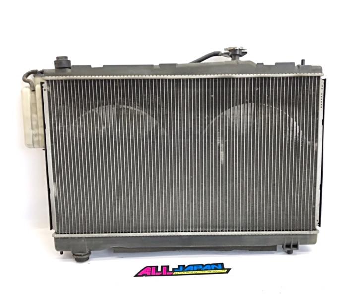 Радиатор охлаждения двигателя Toyota Ipsum ACM21 2001 передний (б/у)