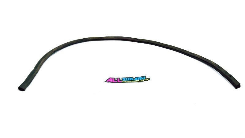 Уплотнительная резинка капота Subaru Impreza Wrx GGA EJ205 2006 передняя (б/у)