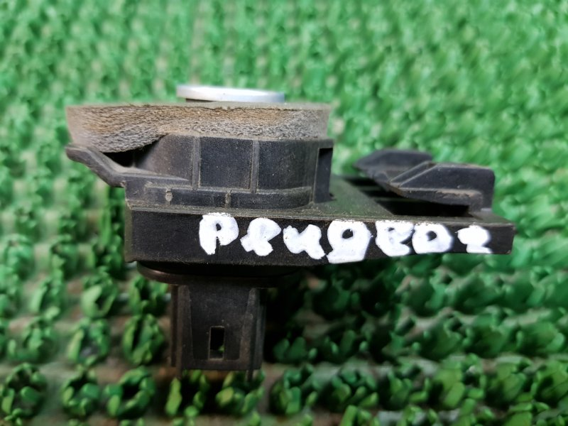 Кнопка багажника Peugeot 407 6D_ RFN 2004 (б/у)