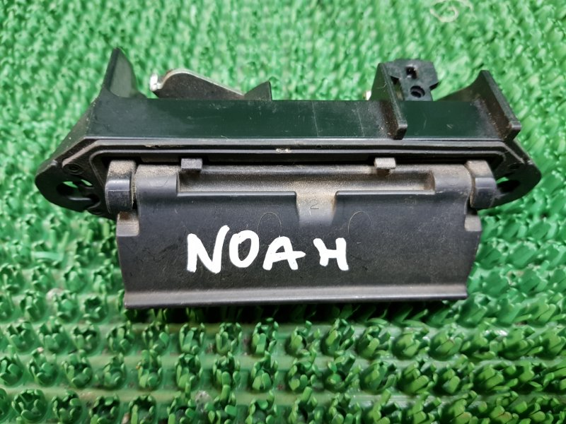 Ручка багажника Toyota Noah AZR60G (б/у)