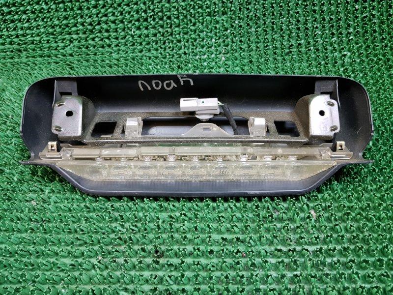 Дополнительный стоп сигнал Toyota Noah AZR60G 2001 (б/у)