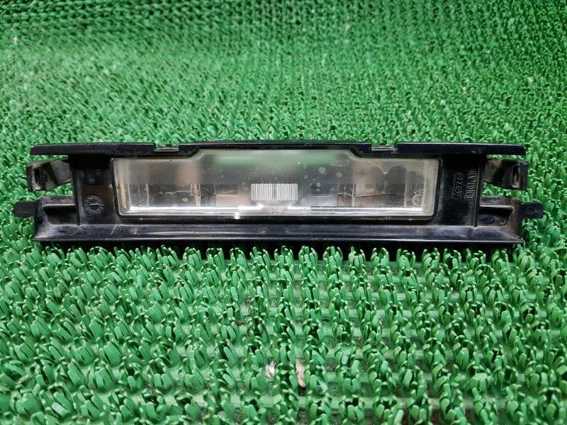 Дополнительный стоп сигнал Toyota Yaris 2 P90 2SZFE 2005 (б/у)