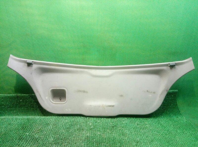Обшивка двери багажника Nissan Almera N16 N16 QG15DE 2000 задняя (б/у)