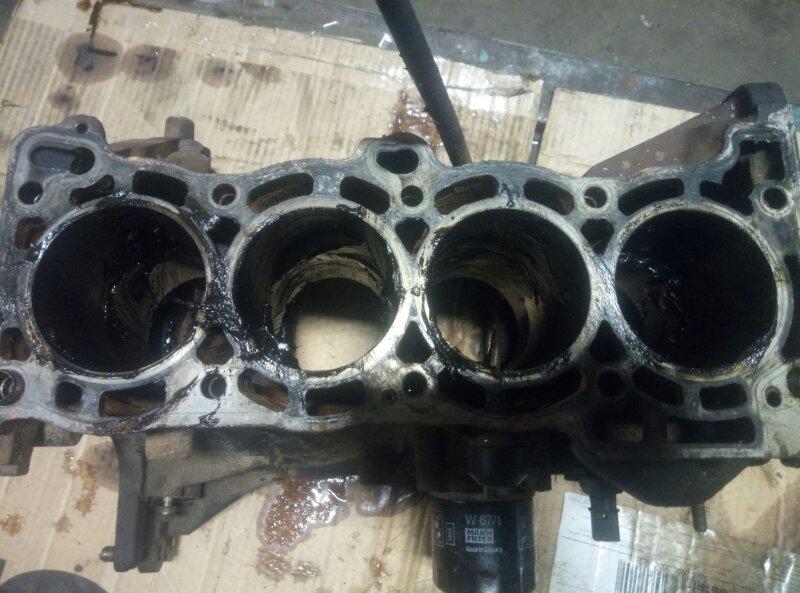 Блок двигателя Nissan Almera N16 N16 QG15DE 2000 (б/у)