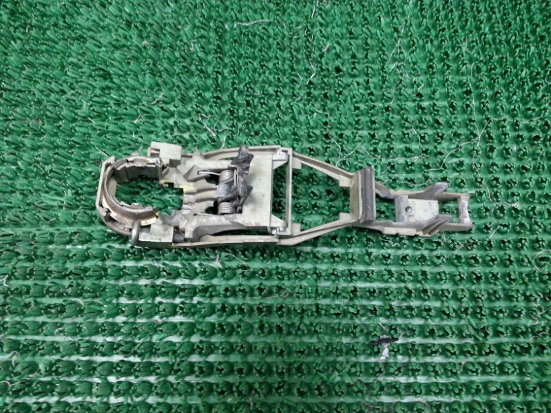 Крепление ручки двери Volkswagen Passat B5 1996-2000 переднее левое (б/у)