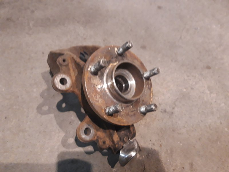 Кулак поворотный Ford Focus 2 08-11 ТД 2.0 левый (б/у)
