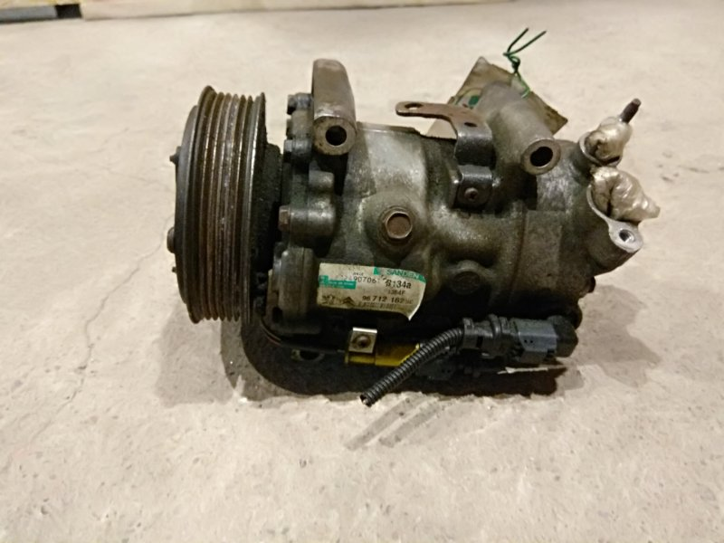 Компрессор кондиционера Peugeot 207 I 1.4 8F01 2011 (б/у)