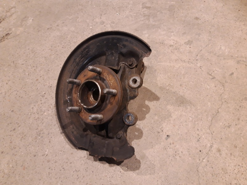 Кулак поворотный Ford Focus 3 УНИВЕРСАЛ 1.6 TD 2012 правый (б/у)