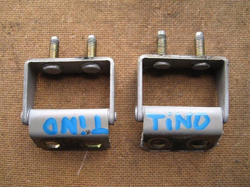 Петля крышки багажника Nissan Tino HV10