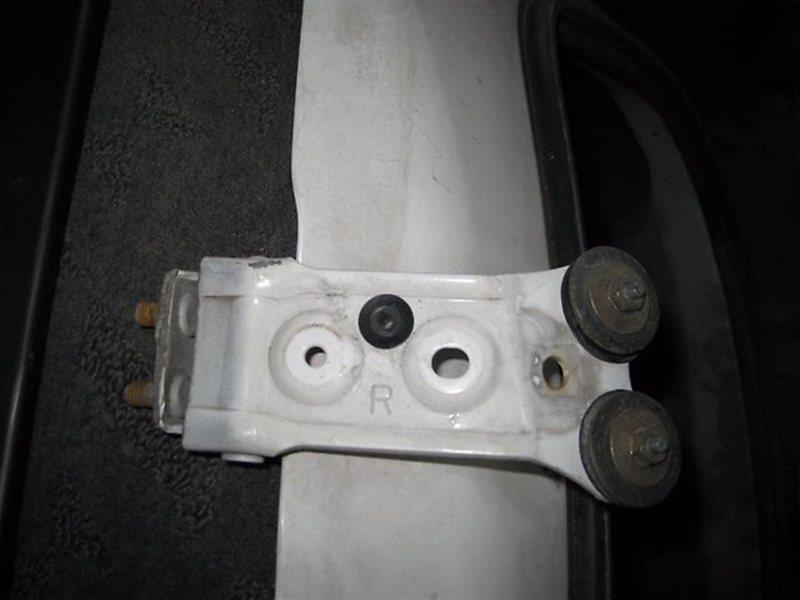 Петля крышки багажника Toyota Vista Ardeo SV50 3SFE