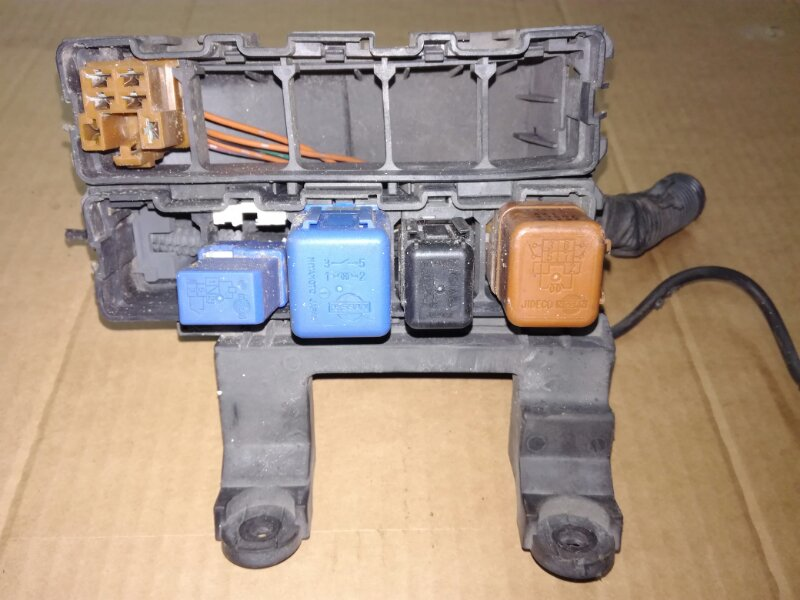 Блок реле Nissan Wingroad VGY11 YD22DD