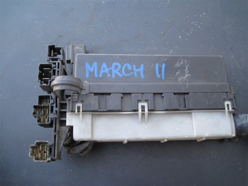Блок реле Nissan March ANK11 CGA3DE