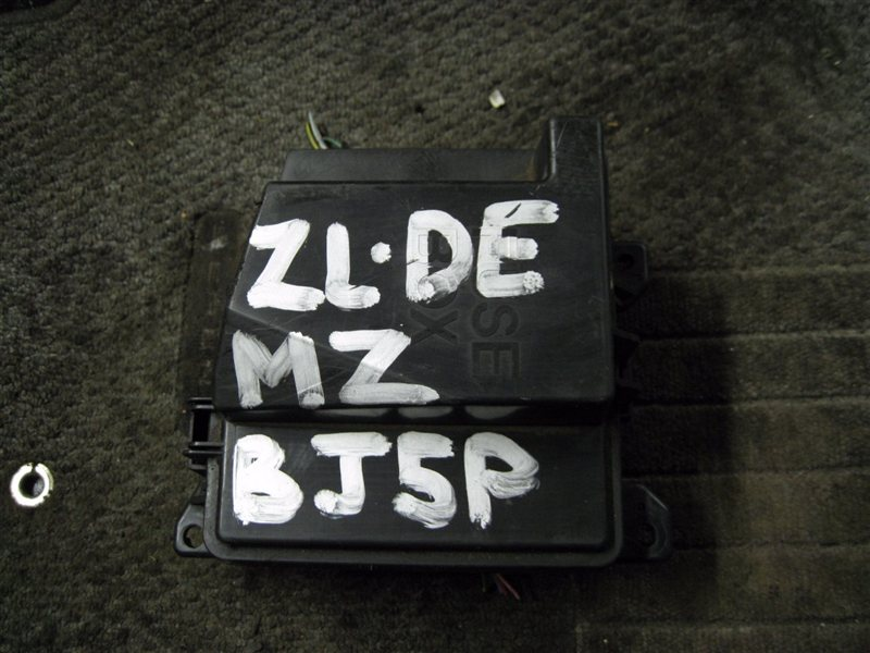 Блок предохранителей Mazda Familia BJEP