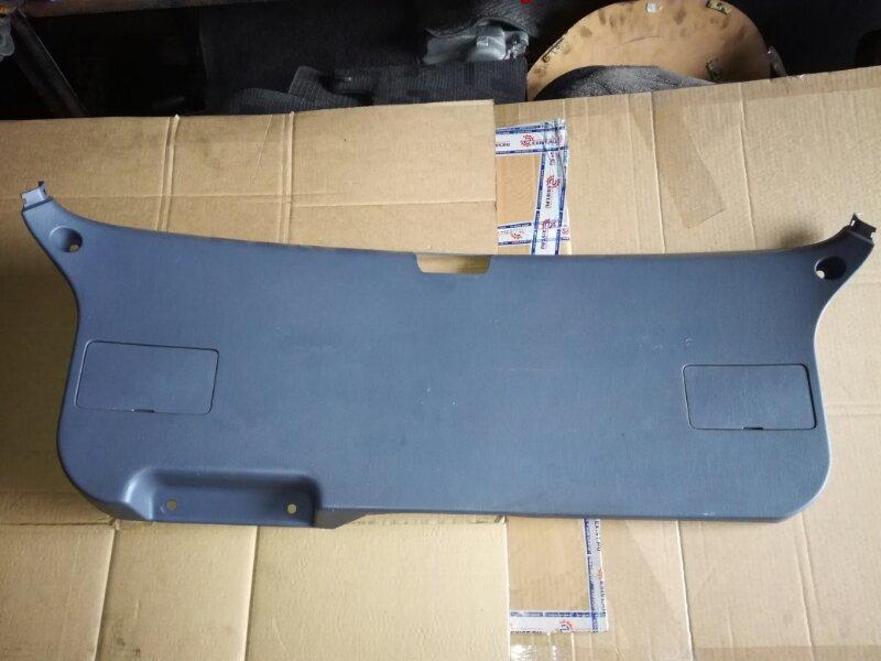 Обшивка багажника Toyota Ipsum SXM10 3CTE